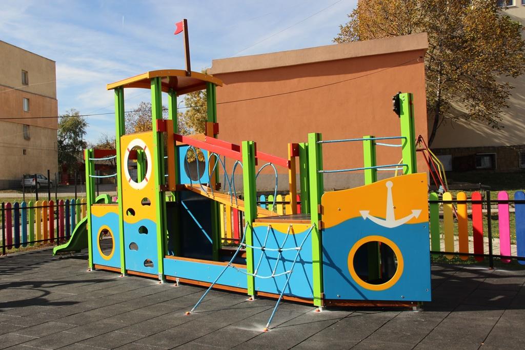 Разглеждате: Втората нова детска площадка в гр. Драгоман вече е факт